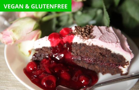 choklad körsbärskaka med kokoskräm // chocolate cherry cake with coconut cream